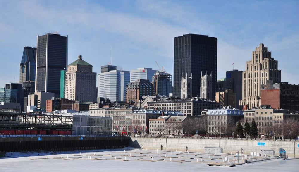 La skyline de Montréal vue depuis le port