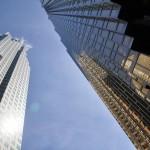 Au pied du gratte-ciel doré de la Banque Royale du Canada