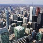 Vue vers le nord de Toronto, le Discovery District au premier plan (depuis CN Tower)