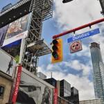 Dundas Street (traverse toute la ville) dans le Downtown Toronto