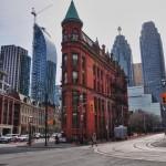 Building du début du XXème siècle en briques rouges dans le vieux Toronto