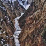 La rivière de Yellowstone et les Lower Falls dans le canyon depuis Aritst Point