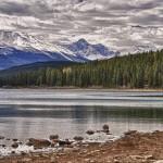 Rendu HDR du lac Patricia - Alberta, Canada