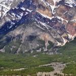 Le mont Pyramid et ses couleurs rougeoyantes vers Jasper
