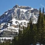 """Les montagnes (probablement """"Dolomite"""") au début de la route des Glaciers - Canada"""