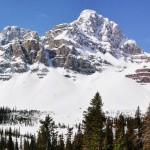 Vue panoramique du lac Hector et probablement du mont Balfour (Canada)