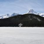 Vue panoramique du lac Glacier (probable mais pas certain) en remontant au nord vers Jasper