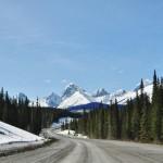 Pour se rendre au Chester Lake, il faut emprunter une route de gravier :sunr une trentaine de kilomètres : la Smith Dorrien Trail