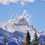 Le vent souffle sur les sommets qui culminent à plus de 2500 mètres d'altitude