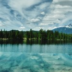 Vue panoramique du lac Beauvert à Jasper