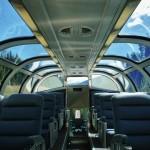 L'intérieur du wagon panoramique de Via Rail dans les Rocheuses