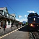 Le train Via Rail (la compagnie nationale) en gare de Mc Bride, Canada