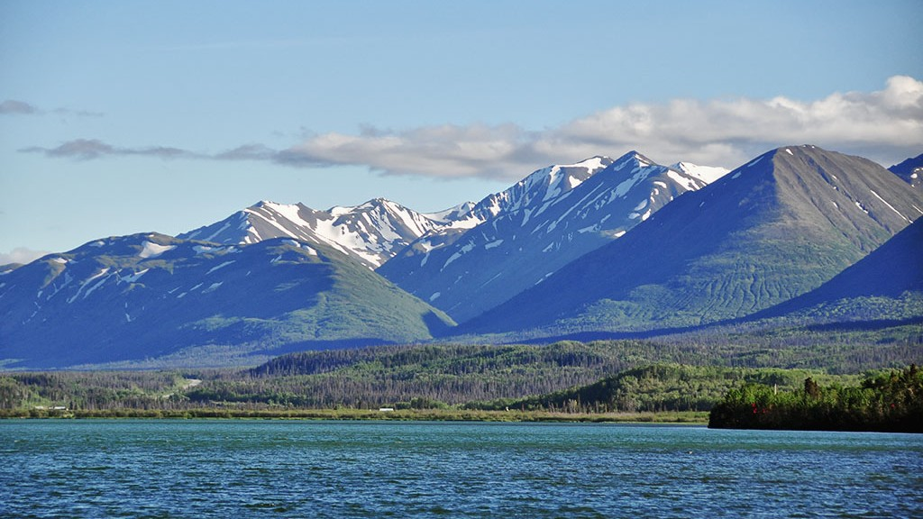 Un ciel enfin bleu au dessus du lac Dezadeash - Yukon