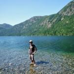 Instant détente des pieds au Cameron Lake en direction de Port Alberni - BC, Canada
