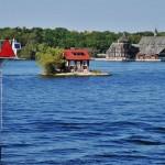 Même les plus petits îlots sont construits aux 1000 Îles - Canada