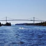 Le pont sur qui fait office de frontière entre les USA et le Canada sur le Saint-Laurent
